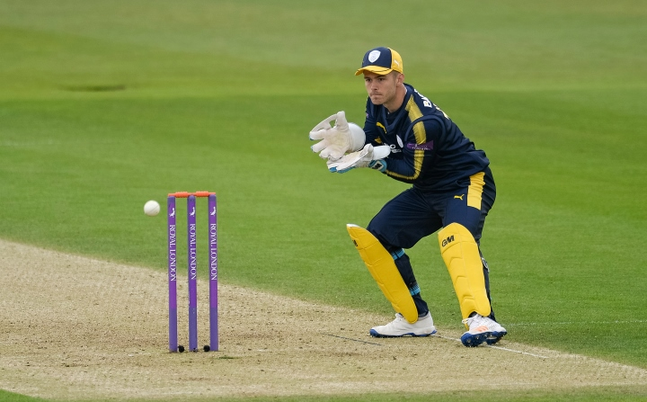 McManus gets ready to catch the ball in Hampshire's One-Day cup campaign in 2017